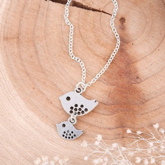 Jewelry - Brand New mom and baby bird necklace